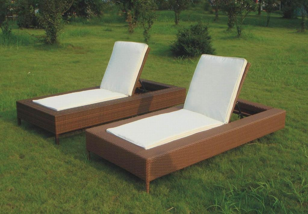 Outdoor furniture ideas landscape for Lawn patio furniture